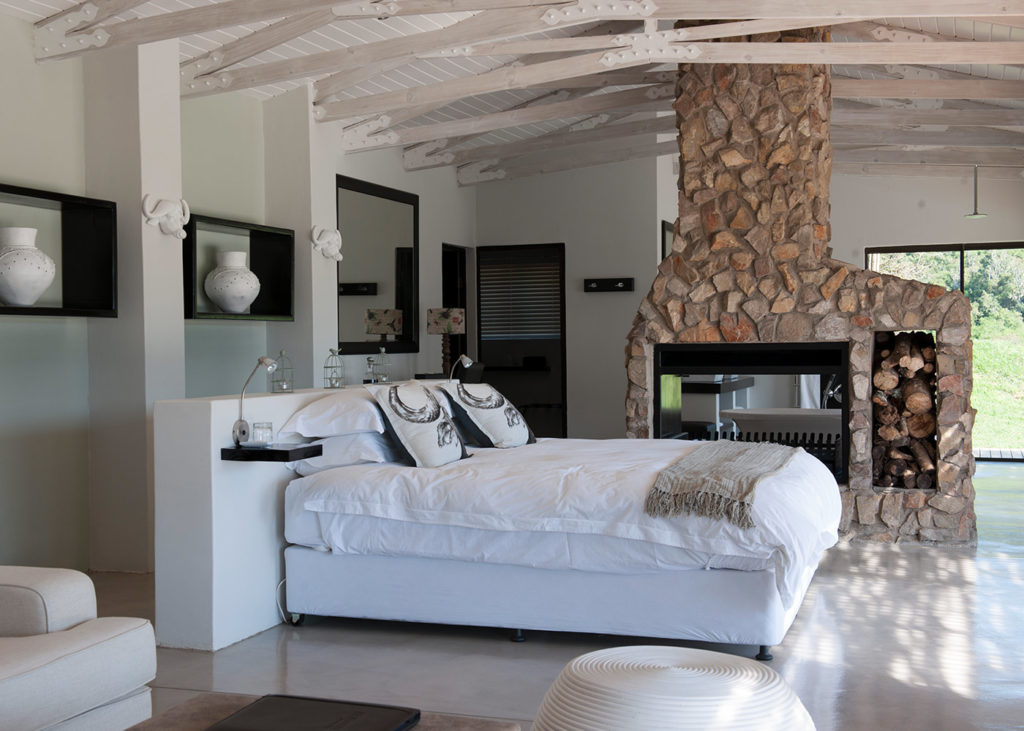 Hopewell-Private-Game-Reserve-Accommodation-Buffalo-Private-Luxury-Suite-Bed