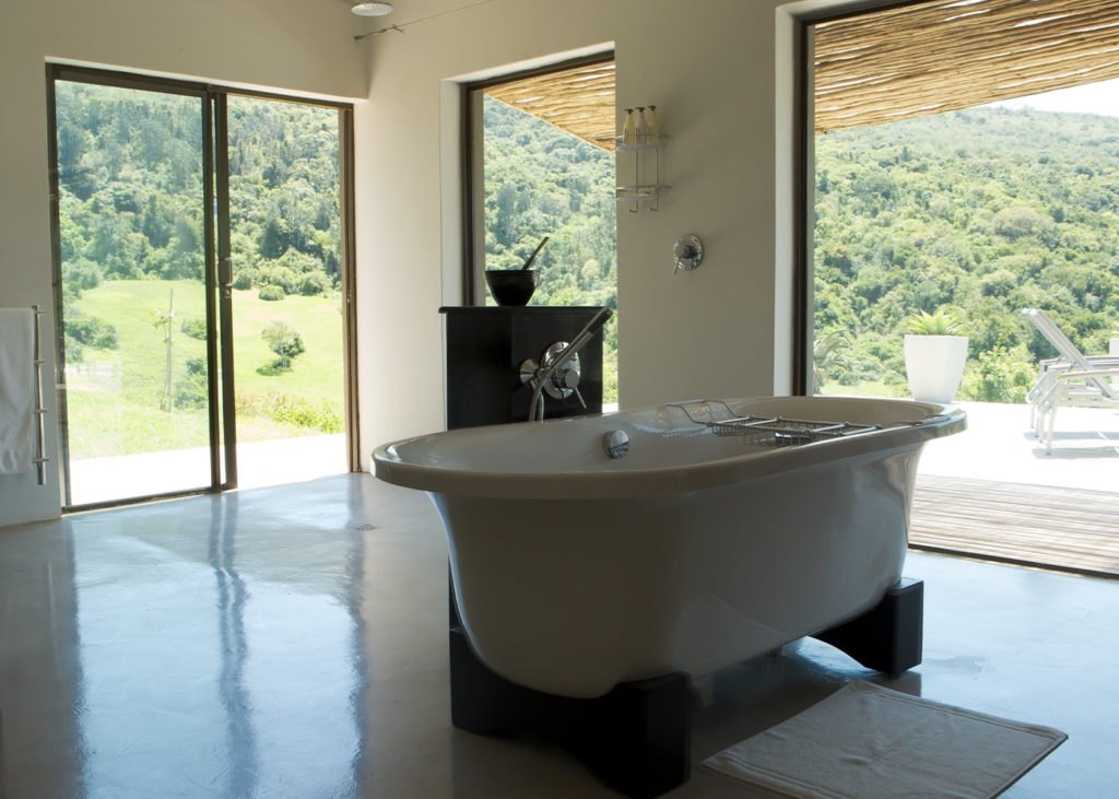 Hopewell-Private-Game-Reserve-Accommodation-Buffalo-Private-Luxury-Suite-Bathroom