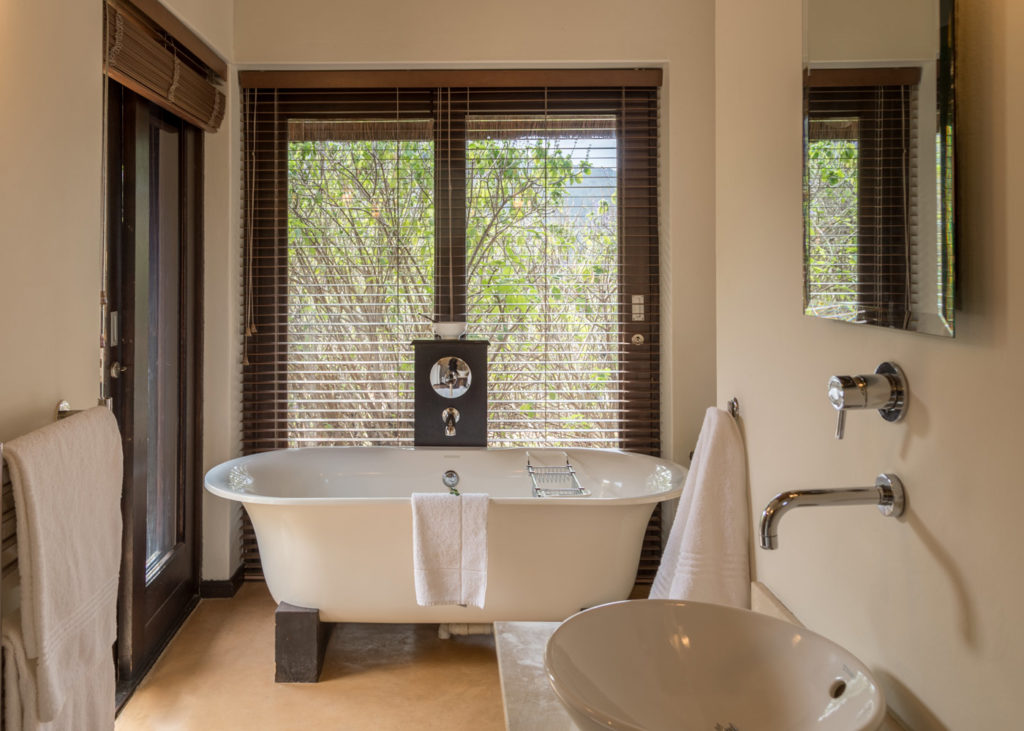 Hopewell-Private-Game-Reserve-Accommodation-Standard-Suite Bath